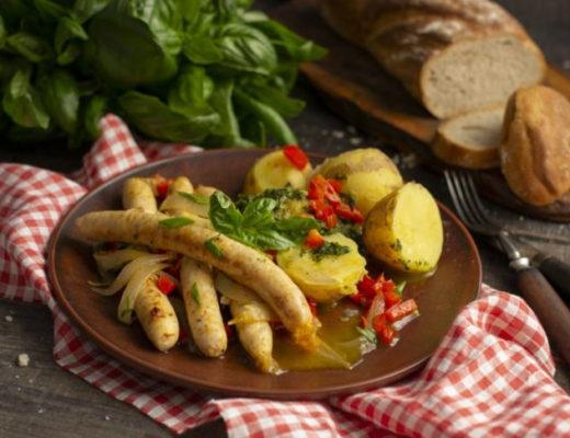Французские жареные колбаски с картошкой