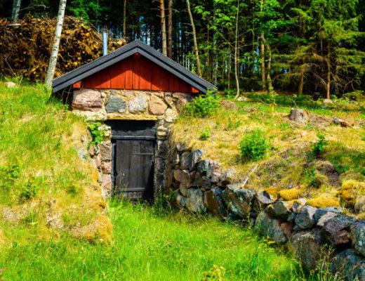Погреб, эффектно вписанный в концепцию ландшафтного дизайна участка