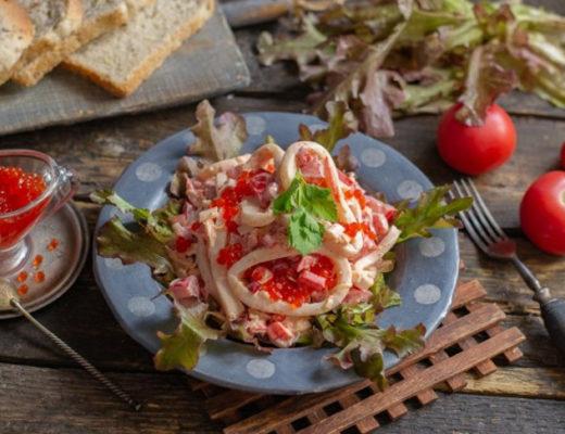 Лёгкий салат «Красное море» с кальмарами