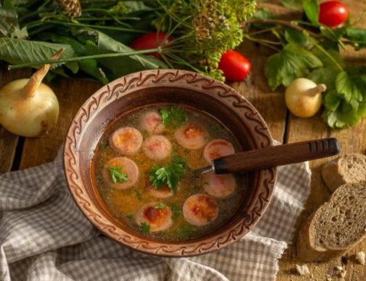 Картофельный суп с сосисками на курином бульоне