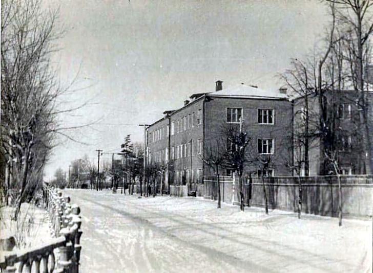 Первомайский сквер дом 26 91955 г.)