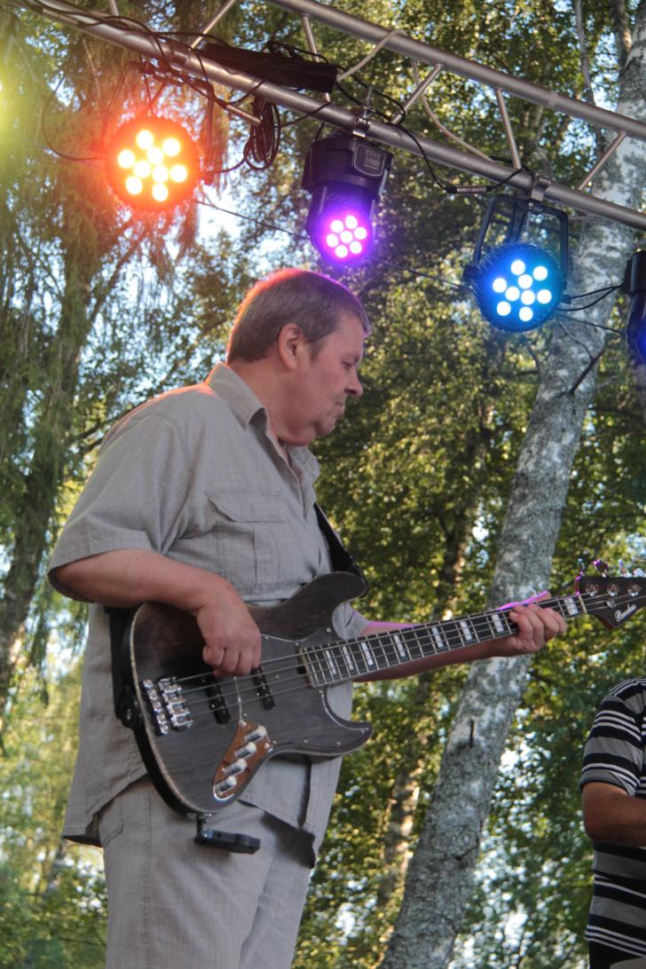 Александр Савельев (бас гитара)
