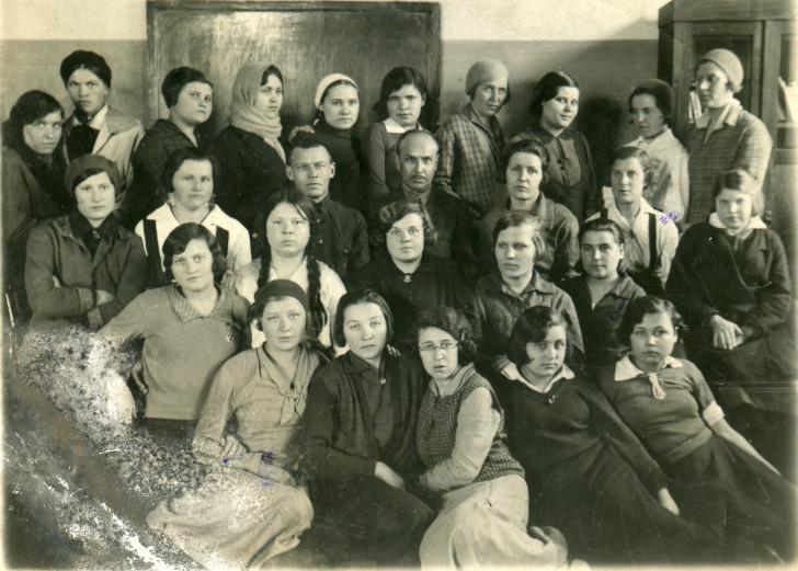 Группа педиатров II курса Клинского медтехникума 14.03.1935 г