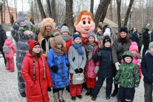 Сказка от Дома детского творчества на Масленице в Сестрорецком парке (март 2021 года, фото В.Кузьмин)