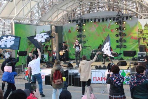 «Рок-маёвка» Клинского рок-клуба в Сестрорецком парке (1 мая 2021 года, фото В.Кузьмин)