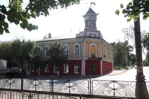 Часы на башне. Пересечение улиц Литейная и Ленина (Фото Василий Кузьмин, 2020 год)