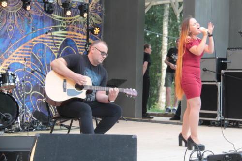 Дуэт «Леди А», концерт «Я остаюсь, чтобы жить» в Сестрорецком» парке (фото В.Кузьмин, август 2021)