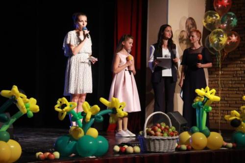 Яблочный спас для первоклассников (Фото из архива В.Кузьмина, август 2021)