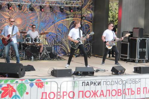 Группа «Через ноль», концерт «Я остаюсь, чтобы жить» в Сестрорецком» парке (фото В.Кузьмин, август 2021)