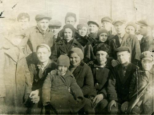 Общий рабочий портрет (Фото из архива Инны Конышевой, предоставлено В.Кузьминым)