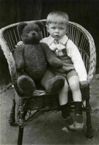 Портрет с медведем (Фото из архива Инны Конышевой, предоставлено В.Кузьминым)
