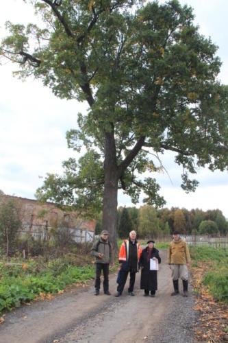 Усадьба Болдино, у дуба посаженного самим В.Н.Татищевым (фото В.Кузьмин, сентябрь, 2021)