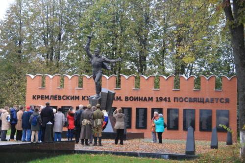 Ярополец, памятник погибшим Кремлевским курсантам (по местам боевой славы 2 дивизии народного ополчения, фото В.Кузьмин, сентябрь 2021)