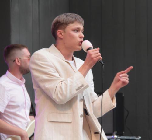 Группа «ZONA турбулентности», концерт «Я остаюсь, чтобы жить» в Сестрорецком» парке (фото В.Кузьмин, август 2021)